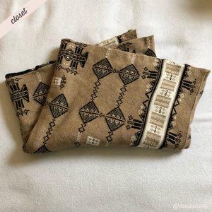 [BCBG] Printed Knit Blanket Scarf